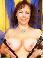 Mature, busty babe loves to eat dick!